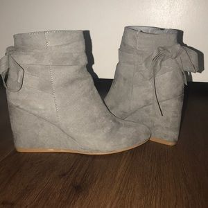 Grey Booties w/Bows size 7